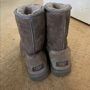Shoes - Gray short uggs